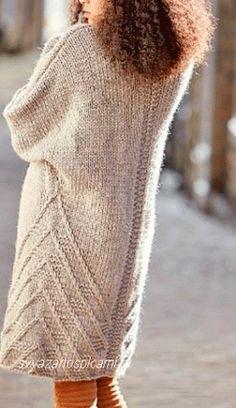 Вязанное спицами пальто