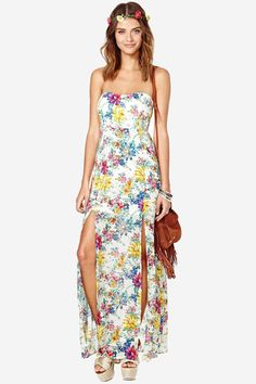 Florals are trending right now and this dress will keep you looking oh-so-fresh! It features a co...
