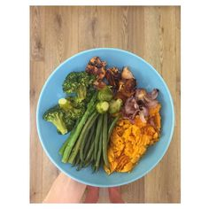 Dinner last night; sweet potato chicken and lots of veg because I felt like I needed some  #fitfam #determination #gym #gymlife #goals #ambition #dedication #cleaneating #highprotein #training #fitspo #fitlondoners #fitness #healthy #eatclean #nutrition #workout #gym #gains #inspriation #fatloss #muscle #protein #fitfam #instafit #macros #fit #ukfitfam #eatforabs #brofood #dinner by beckysfitness_