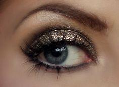 Gold make up!