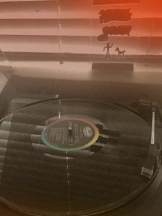 listening to some beatles ❤️ - Bilder für Sie - Picgram Website Music Aesthetic, Aesthetic Videos, Aesthetic Vintage, Music Cover Photos, Music Covers, Music Theme Birthday, Music Studio Room, Music Drawings, Retro Videos