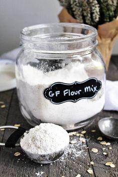The best gluten free flour recipe ever! An easy vegan gluten free flour mix made with 3 simple and inexpensive ingredients that bakes up perfect every time! Gluten Free Flour Mix, Gluten Free Cakes, Gluten Free Baking, Gluten Free Desserts, Dairy Free Recipes, Quick Recipes, Vegan Recipes, Gluten Free Diet Plan, Pain
