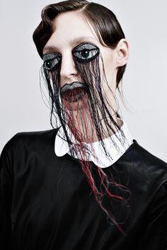 TUSH ISSUE 37 // PORTRAIT // PORTRAIT D'UNE FEMME EN NOIRE// photo: Armin Morbach, hair: Hauke Krause, make-up: Loni Baur, maniküre: Ilona Wriede, styling: Susanne Marx, model: Franzi Müller/Seeds // #photography #mua #makeupart #beauty #fashion #tushmagazine
