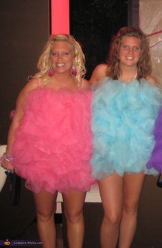 Loofah Girls - Homemade costumes for groups HAHA! Madeline saw this, and said she wants to be a loofah for Halloween! Loofah Halloween Costume, Halloween Costume Awards, Last Minute Halloween Costumes, Halloween Costumes For Teens, Halloween Party, Easy Halloween, Halloween Trophies, Haloween Ideas, Halloween Crafts