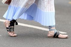 Creative Ballet Flats For 2018 - 2018 Fashion Trends Miu Miu Ballet Flats, Ballet Shoes, Fashion Shoes, Fashion Accessories, Style Fashion, Street Style Shoes, Zara, All About Shoes, Fashion Stylist