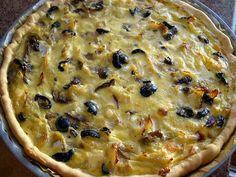 Tarte de bacalhau com queijo e azeitonas
