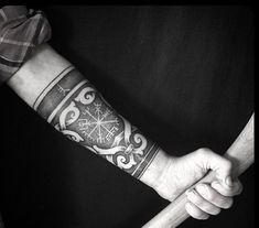 50 Viking tattoo ideas: Nordic symbols and their meaning .- 50 Wikinger Tattoo Ideen: Nordische Symbole und ihre Bedeutung viking on the forearm compass runes bangles man - Rune Tattoo, Armor Tattoo, Norse Tattoo, Tattoo On, Celtic Tattoos, Wolf Tattoos, Tribal Tattoos, Norse Mythology Tattoo, Manga Tattoo