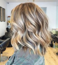 Short wavy hairstyle 2016