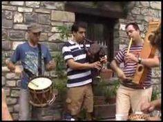 Este video muestra algunos instrumentos tradicionales aragoneses: el chiflo, la gaita, y el tamboril. Algunos otros instrumentos son la dulzaina, el soltero, y el acordeón.