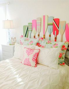 Oh my I can't contain myself!!! Colorful oars as headboard :O <3
