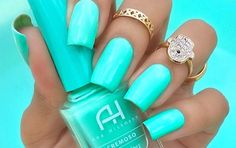Nail art is a very popular trend these days and every woman you meet seems to have beautiful nails. It used to be that women would just go get a manicure or pedicure to get their nails trimmed and shaped with just a few coats of plain nail polish. Bright Colored Nails, Nails Yellow, Teal Nails, My Nails, Bright Summer Nails, Tiffany Blue Nails, Teal Acrylic Nails, Turquoise Nail Polish, Mint Green Nails