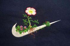 Broder des fleurs sur les logos des marques célèbres