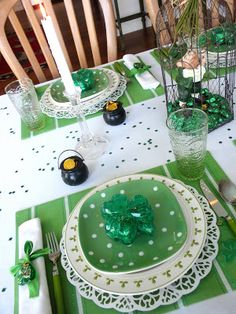My little cottage in the making: IT'S ALL ABOUT BEING IRISH! Another cute St. Patrick's Day tablescape