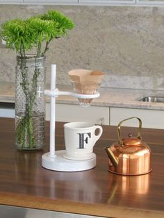 pour-over-stand-feature