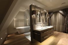 bathroom with decorative lights combined with small light elements.