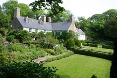 Carregfelen (Home ID is a Century Manor House set on a private 2000 acre leafy estate on the edge of Snowdonia. Downton Abbey Fashion, Snowdonia National Park, Home Id, Beautiful Places To Live, Living In England, Self Catering Cottages, House By The Sea, Grand Tour, 14th Century