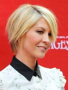 2017 Short Choppy Pixie Hairstyles with Parted Bangs