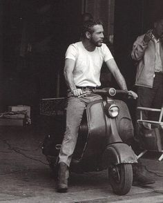 Holy crap, Paul Newman on a Vespa. Is Paul Newman the original Ryan Gosling? Beautiful Men, Beautiful People, Foto Picture, Man Photo, Barbara Stanwyck, Carole Lombard, Lauren Bacall, Humphrey Bogart, Richard Armitage