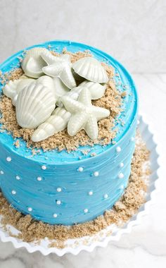 Use this step by step tutorial to make an easy beach cake that& perfect for Summer. It& decorated with homemade chocolate seashells and brown sugar sand. Ocean Birthday Cakes, Ocean Cakes, 4th Birthday, Beach Themed Cakes, Beach Cakes, Beach Themed Desserts, Beach Themed Food, Beach Theme Cupcakes, Bolo Diy