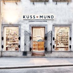 Kussmund Beauty Experts Vienna offer exclusive beauty products, fragrances and facial treatments. Vienna, Gallery Wall, Public Spaces, Store Fronts, Retail Therapy, Cl, Fragrances, Places, Espresso