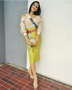 5 outfits that show how catriona gray made ethnic look chic - star Grey Fashion, Ethnic Fashion, Star Fashion, Fashion Outfits, Fashion Design, Modern Filipiniana Dress, Filipino Fashion, Ethnic Looks, Grey Outfit
