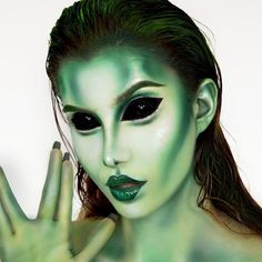 A successful Halloween makeup can make you the focus of the public. It also reflects your makeup skills. Today we have collected 35 Halloween Makeup Ideas For Women. Collect it and try it on Halloween Sfx Makeup, Costume Makeup, Makeup Art, Alien Halloween Makeup, Halloween Kostüm, Women Halloween, Alien Makeup Ideas, Alien Make-up, Elfa