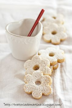 canestrelli italian hazelnut cookies -- webpage is in Italian but several great looking recipes
