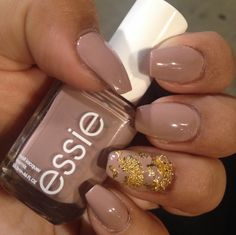 """Short coffin nails with a natural look. Essie's """"ladylike"""" nail polish with gold leaf (also known as gold foil/gold flake) and a gold chain"""