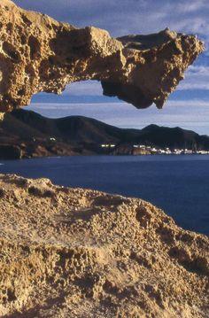 RESERVAS DE LA BIOSFERA EN ANDALUCÍA Dunas fósiles de Los Escullos en el Parque Natural de Cabo de Gata Níjar (Copyright Paco Vilalta). Descubre más en: http://revista.destinosur.com/pdf57/biosfera.pdf http://turismohumano.com/