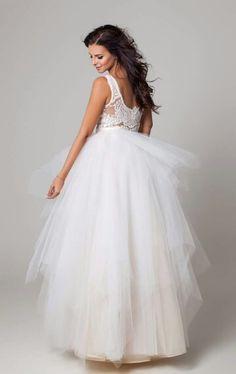 Wedding dress Hungary,Mohács Modell :Sarka Kata Designer: Bèlavári Zita