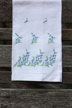 Vintage Hand Towel Embroidered ForgetMeNot by PosyMarket on Etsy - Trending Hand Towels for sales. Embroidery Needles, Ribbon Embroidery, Cross Stitch Embroidery, Embroidery Patterns, Decorative Hand Towels, Embroidered Pillowcases, Linens And Lace, Vintage Embroidery, Needlework