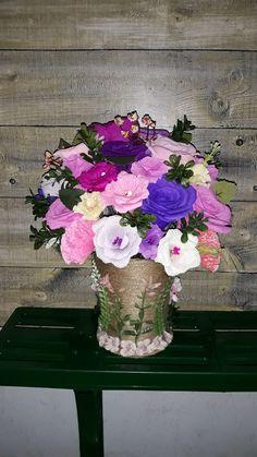 Ele au viața eternă și pot fi realizate la orice marime doriți, alegând orice culori ne luminează nouă sufletul. Indiferent de perioada anului, dacă anumite flori sunt în sezon sau nu, din ele pot fi făcute aranjamente care vor deveni o amintire eternă. 🤩 În caz că v-ați hotărât și vă doriți ceva special pentru nuntă, botez, alte evenimente sau pur și simplu pentru a avea pe birou ori pe noptieră, luni sau chiar ani, astfel de buchete florale! 🎉  📲 Telefon: 0726073718   🌐 Site… Glass Vase, Floral Wreath, Wreaths, Home Decor, Decoration Home, Room Decor, Bouquet, Flower Band, Interior Decorating