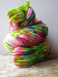 """Echeveau de laine teinte à la main """"Bonjour ! """" : Mercerie par utopik-baz-art"""