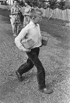 Хотите совершить путешествие во времени, вспомнить ритм жизни советской эпохи и увидеть лучшие работы советских фотографов?