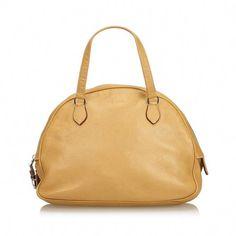 cdd965b6fc12 Buy your leather handbag Prada on Vestiaire Collective