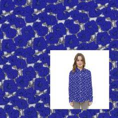 Tela de crepe marrocain estampado con margaritas de color azul sobre un fondo crudo. Crepe marrocain opaca, con mucho vuelo y caida, textura rugosa al tacto que recuerda al Crespón y al Koshibo con la diferencia que contiene un bajo porcentaje de Spandex que aporta elasticidad a la tela. Tela ideal para la confección de trajes de flamenca, blusas, vestidos y faldas. http://www.aleko.kingeshop.com/Tela-Crepe-Marrocain-dbaaaakfa.asp