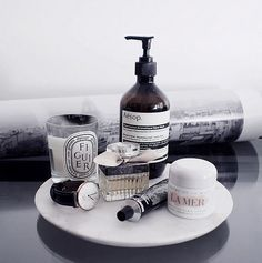 Round marble tray / perfumes, bits and bobs - Makeup 2019 Marble Tray, Perfume, Shelfie, Tray Decor, Men's Grooming, Bathroom Styling, Bathroom Inspiration, Makeup Inspiration, Beauty Care