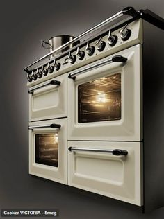 If you are looking for a classic cooker range with multiple burners then look no further as Italian home appliance manufacturer Smeg brings to you a new freestanding cooker range called Victoria Kitchen Stove, Kitchen Dining, Kitchen Appliances, Kitchen Gadgets, Retro Oven, Dual Fuel Range Cookers, Door Grill, Home Renovation, Home Kitchens