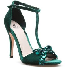 58 Green Shoes You Will Definitely Want To Try – Shoes Crowd Pretty Shoes, Beautiful Shoes, Cute Shoes, Me Too Shoes, Green Heels, Emerald Green Shoes, Pumps, Winter Shoes, Shoe Dazzle
