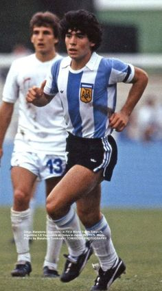 Diego 1979 en japón Diego Armando, Legends Football, Football Images, Classic Image, Football Boots, Sportswear, Chelsea, Nostalgia, Soccer