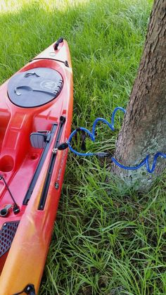 Kayak Camping Hacks A lock can you put on your kayak and not worry about it getting stolen - Kayak Storage Rack, Kayak Rack, Kayak Camping, Kayak Fishing, Fishing Tips, Diy Camping, Camping Hacks, Camping Trailers, Lake Kayak