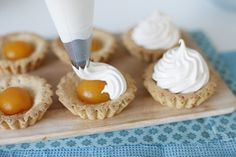 "Chadeyka - Baskets with apricot cream ""Marshmallow"" Russian Cakes, Russian Desserts, Russian Recipes, Homemade Taco Seasoning, Homemade Tacos, Napoleon Torte, Delicious Desserts, Yummy Food, Mini Tart"