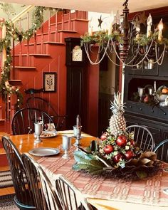 Favorite Rustic Farmhouse Valentine Decorating Ideas 16 What exactly is Valentine's Day or Saint Valentine's Day? It is a holiday celebrated on February 14 by many people … Primitive Dining Rooms, Primitive Homes, Primitive Bathrooms, Primitive Kitchen, Cheap Christmas, Noel Christmas, Christmas Decor, Prim Decor, Country Decor