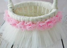 Basket Diy Kids Flower Girls Ideas For 2019 Flower Girl Basket, Flower Girls, Diy Tutu, Basket Decoration, Wedding Crafts, Easter Baskets, Easter Crafts, Diy For Kids, Baby Gifts