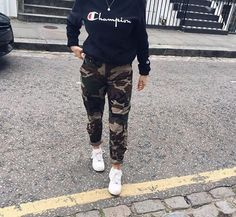 Love this outfit. 28 Sexy Street Style Looks To Inspire Yourself – Casual Fashion Trends Collection. Love this outfit. Chill Outfits, Dope Outfits, Trendy Outfits, Fashion Outfits, Womens Fashion, Fashion Trends, Fashion Ideas, Classy Outfits, Simple School Outfits