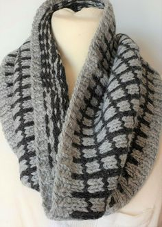 Hand-knitted cowl for men in a mix of soft and warm pure wool and alpaca Keep Warm, Mittens, Hand Knitting, Cowl, Pure Products, Crochet, Sweaters, Men, Outfits