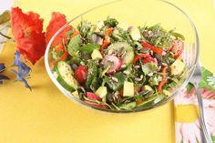 Preparata cu o varietate mare de legume si seminte, salata de primavaracu dressing de mustar reprezinta exact raspunsul potrivit pe care sa il oferi organismului tau la iesirea din iarna, cand striga dupa vitamine. Nu incape nici o indoiala ca acesta salata de primavara reprezinta o veritabila pastila de sanatate