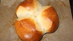 Die Osterpinze ist eine traditionelle südösterreichische, slowenische und kroatische Ostermehlspeise aus Hefeteig. Ihren Ursprung hat die Osterpinze in Friaul – Venetien (Italien). Der Teigling (Laib) wird mit der Schere (italienisch pinza) eingeschnitten, und so erhält die Pinze ihre typische Form. Gerade recht für die Osterbäckerei habe ich für dich zum MITBACKEN folgendes Rezept ausprobiert… für … Cake Cookies, Happy Easter, Biscotti, Baked Potato, Cravings, Food And Drink, Low Carb, Form, Sweets