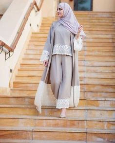 10 Hijab Tips to Make Dressing Modestly Easier – Veiled Collection Islamic Fashion, Muslim Fashion, Modest Fashion, Fashion Clothes, Fashion Outfits, Hijab Outfit, Hijab Dress, Kimono Outfit, Abaya Designs