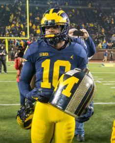 DEVIN BUSH JR. LB Football Uniforms, Nike Football, College Football, Football Helmets, Bush Jr, Michigan Go Blue, Michigan Wolverines, Nfl, Sports